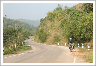 Henneke cycling in the Thai mountains